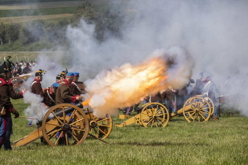 Reportážní fotografie rekonstrukce bitvy u Hradce Králové