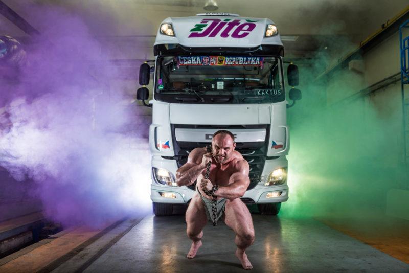 Autodoprava Ditě - promofoto s kamionem fotoateliér Hradec Králové