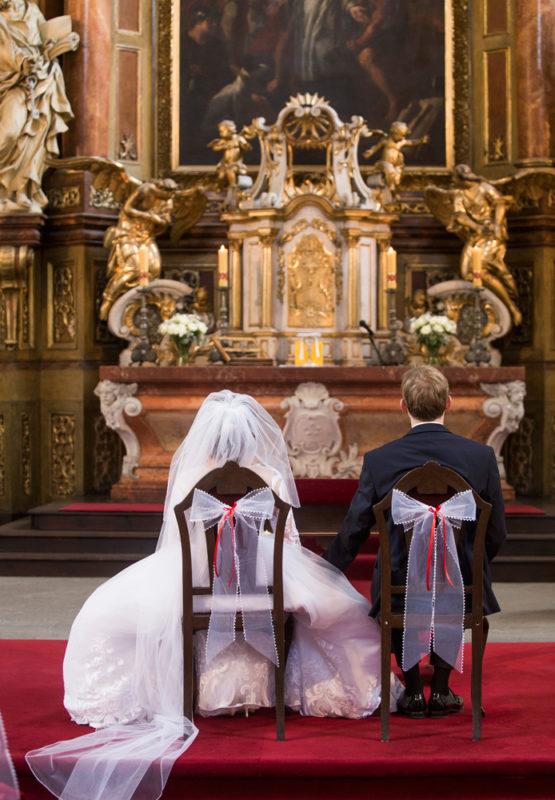 Svatba v kostele - svatební fotografie