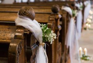 Svatba v kostele - dekorace interiéru