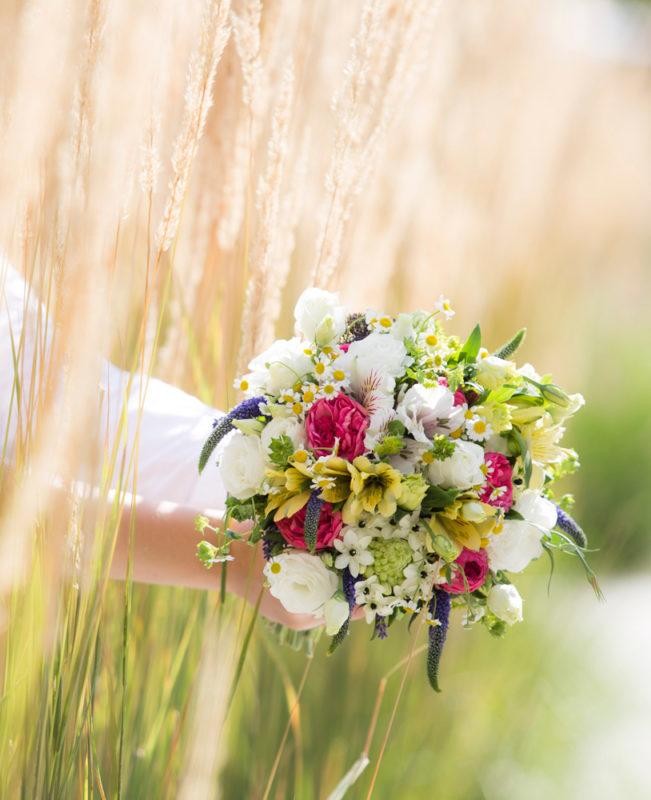 Svatební kytice - romantická svatební fotografie