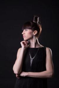 Profil ženy fotoateliér O. Littera Hradec Králové