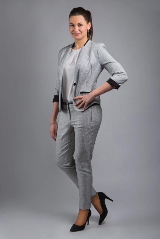Žena v šedém modelu Fotoateliér Hradec Králové